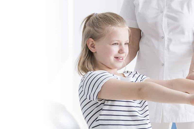quand bébé régurgite, à des vomissements ou du reflux, les parents s'inquiètent. Pour soulager la régurgitation de bébé quelques conseils simples et la consultation d'un ostéopathe spécialisé sont souvent suffiant